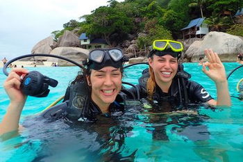 PADI Open Water Diver сourse in Koh Tao Island - confined water session on the beach in Koh Nang Yuan Island